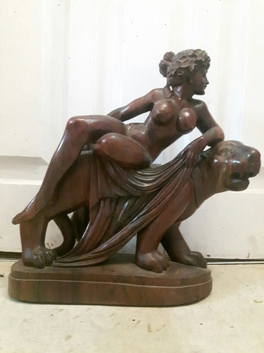 Escultura Mujer Sobre Pantera