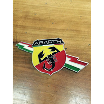 Abarth Fiat 500. Insignia Logo Abarth Pilar Trasero