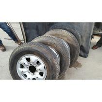 Llantas Toyota Hilux Con Neumáticos Buenos