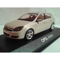 Diecast Opel Astra Minichamps 1:43 - Nuevo!